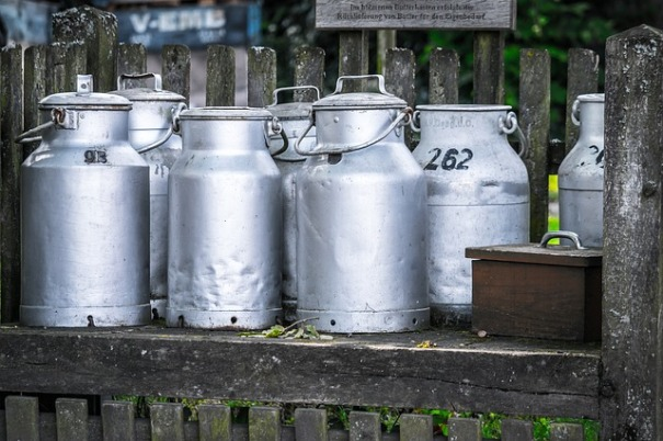 milk-cans-1659157_640